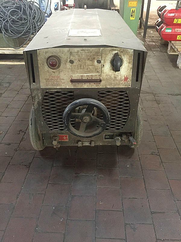 Saldatrice_a_eletrodo150_A_attrezzatura_officina_meccanica
