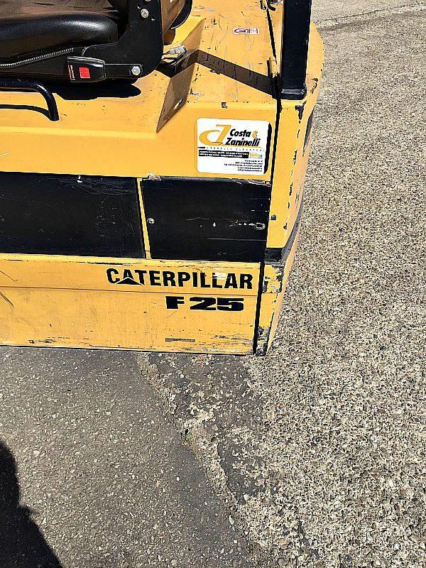 Muletto_Caterpillar_3_ruote_cat_F25_portat_12_quintali_attrezzatura_officina_meccanica