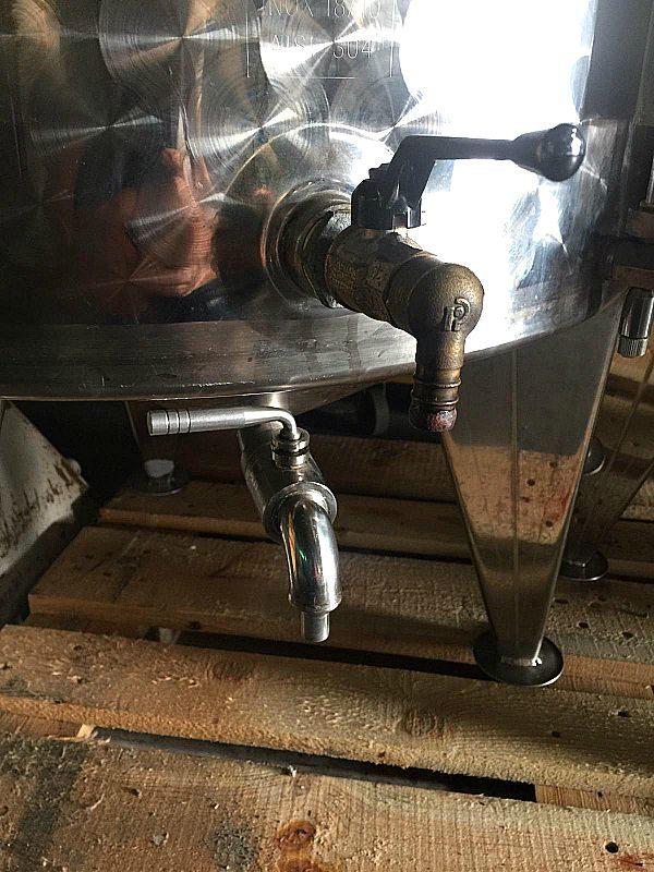 Tini_600_litri_acciaio_per_vino_attrezzatura_officina_meccanica