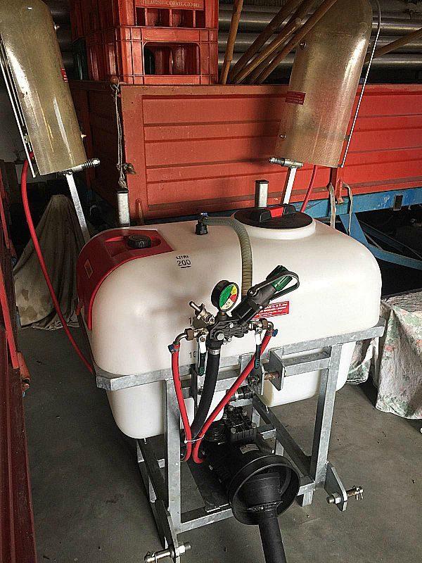 Botte_da_200_litri_per_diserbo_con_cardano_attrezzatura_officina_meccanica