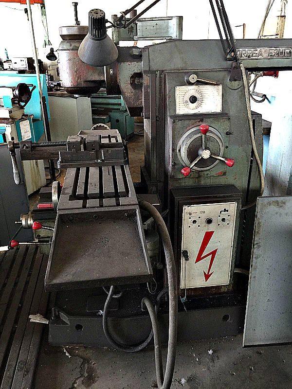 Fresa_Correa_F2UE_banco_da_1200x300_mm_con_accessori_attrezzatura_officina_meccanica