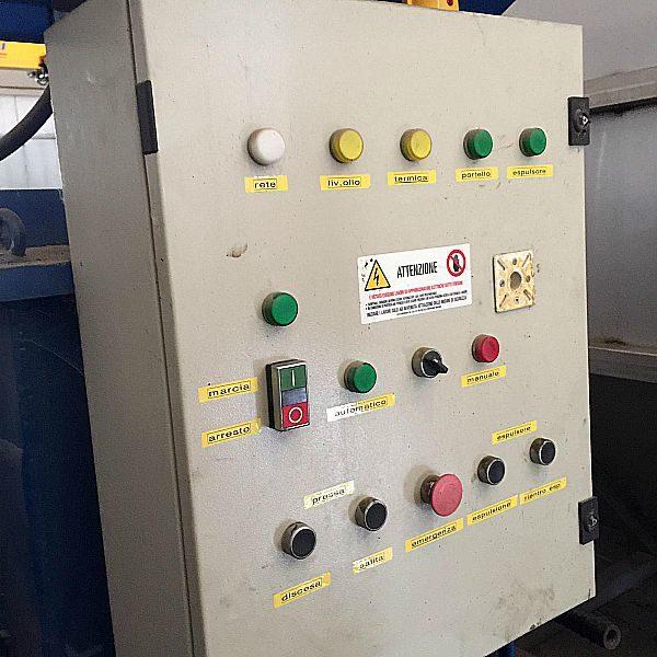 Pressa_per_schiacciare_bidoni_in_ferro_da_200_lt_o_lattine_in_alluminio_o_bidoni_in_ferro_attrezzatura_officina_meccanica