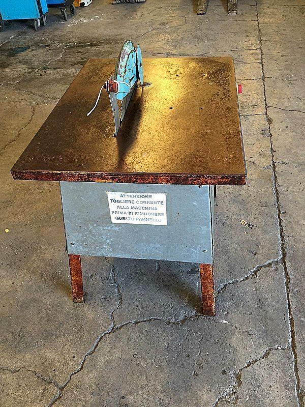 Sega_da_cantiere_legno_con_piano_900x700h800_attrezzatura_officina_meccanica
