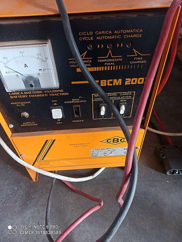Transpallet_uomo_a_bordo_hyster_attrezzatura_officina_meccanica